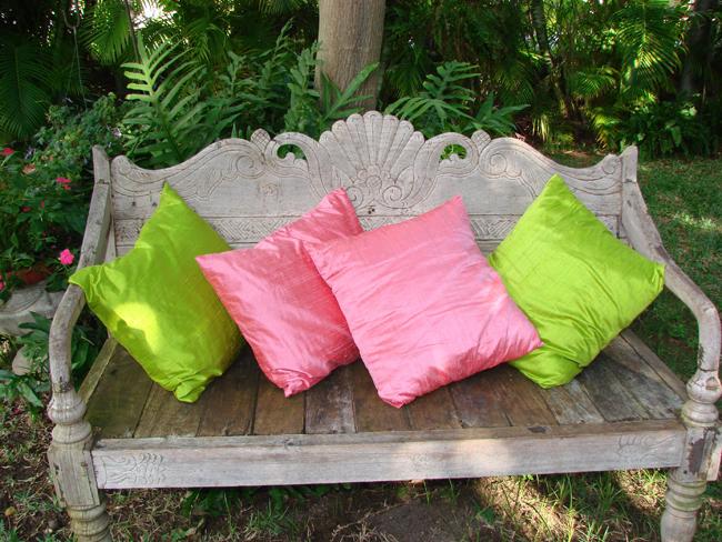 decoracao no jardim:Decoração com almofadas no jardim