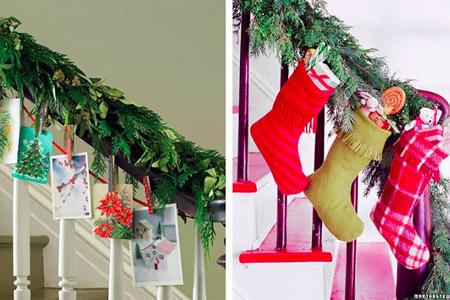 Cartões de Natal ou botinhas com presentes, enfeites e doces na