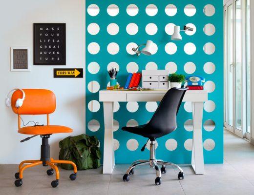 decoracao de escritorio azul com escrivaninha branca