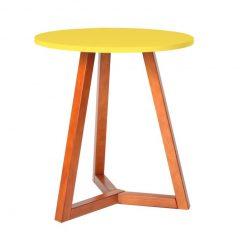 festa em casa com mesa lateral amarela