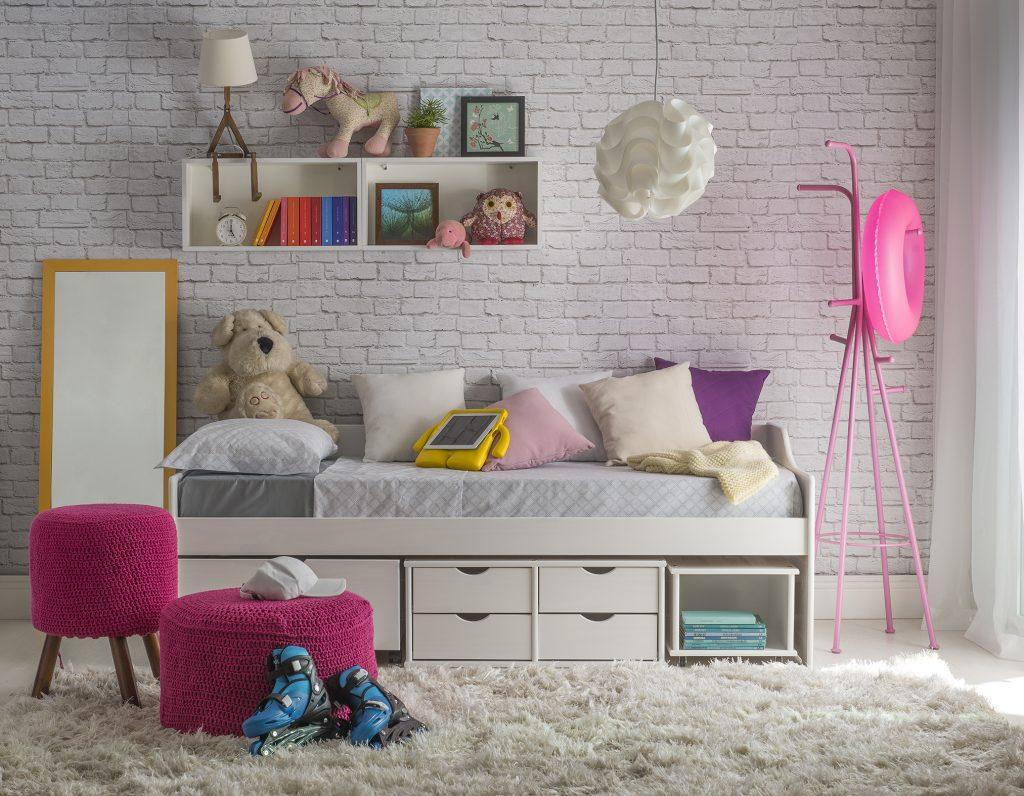 quarto mais aconchegante com tapete e decoração juvenil