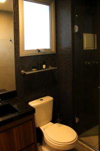pastilha preta no banheiro