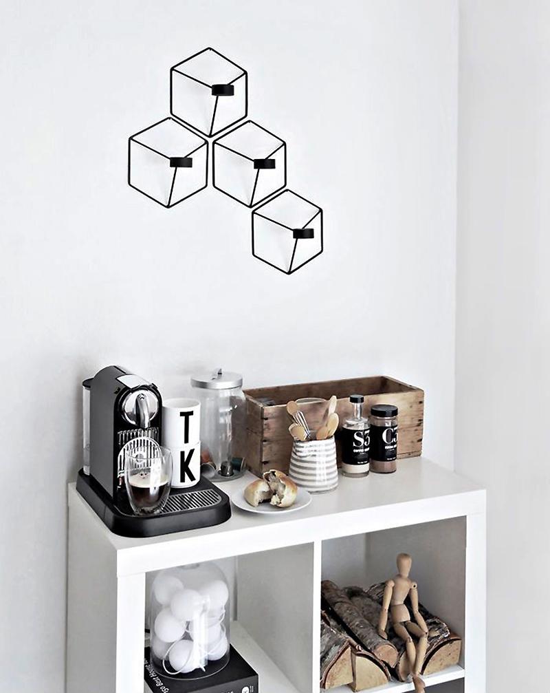 Cantinho do café minimalista decorado em cores branca e preta