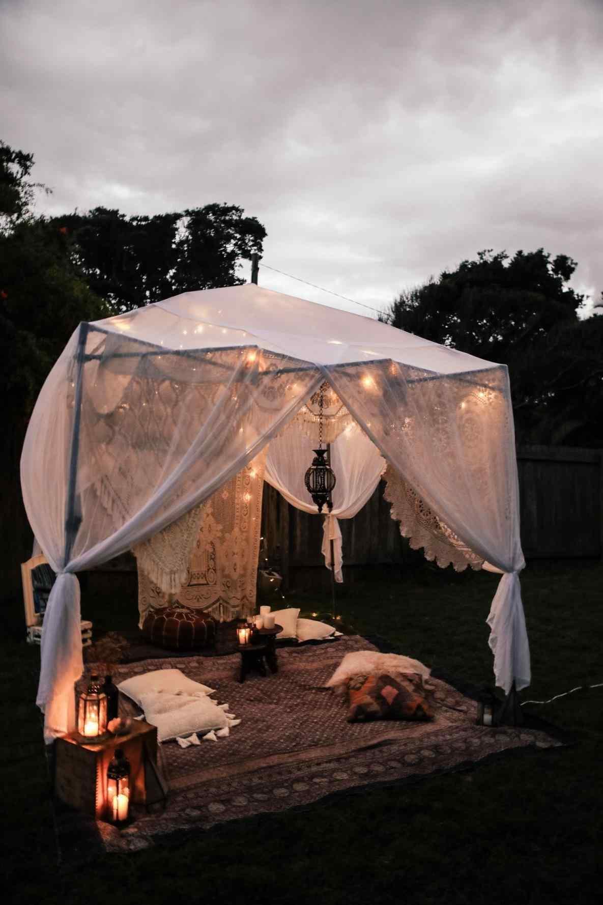 dia dos namorados com barraca romântica