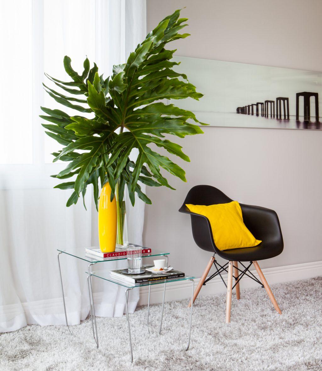 decoração de inverno com cadeira revestida com almofada