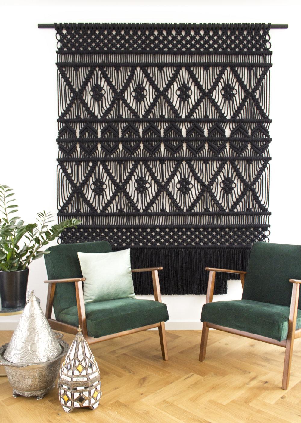 decoração de inverno com tapete pendurado na parede