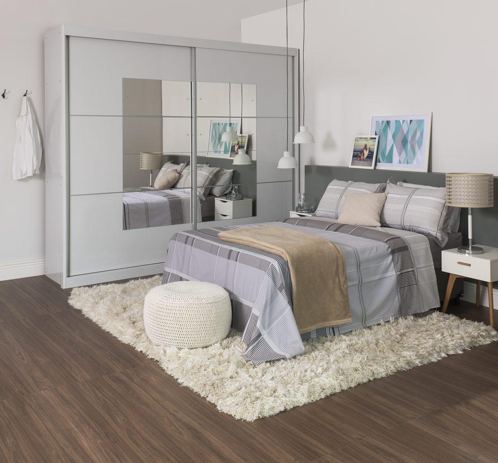 quarto aconchegante com cores neutras para decoração de inverno