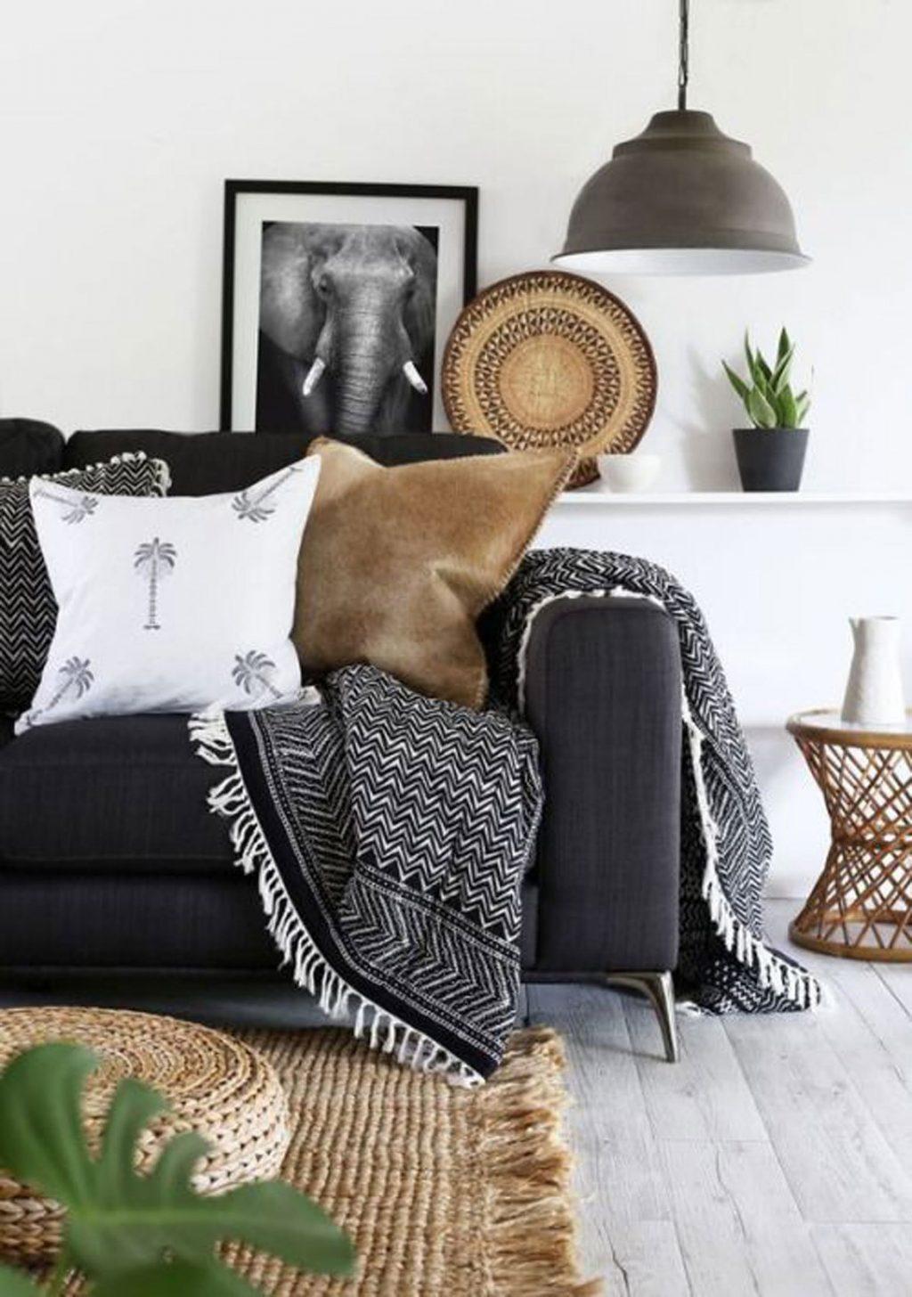 decoração de inverno na sala de estar com toques rústicos