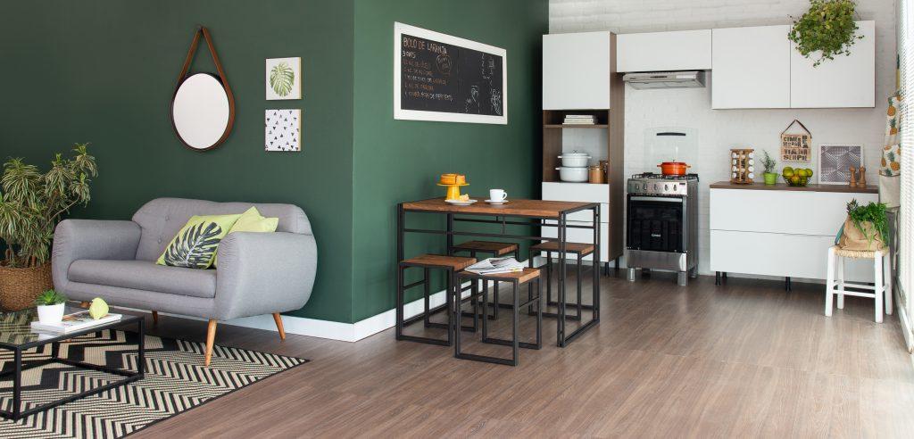 decoração tropicália na sala de estar e cozinha integradas