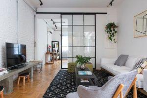 decoração de apartamentos pequenos com porta de correr