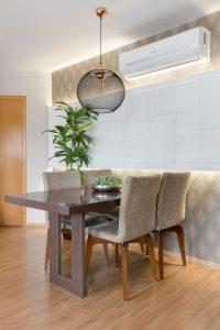 decoração de apartamentos pequenos com sala de jantar neutra