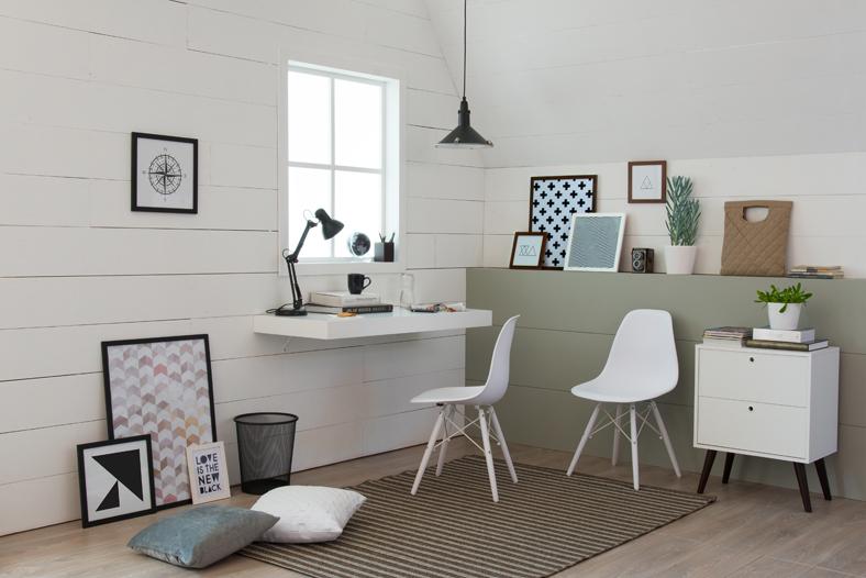 escrivaninha suspensa branca no escritório
