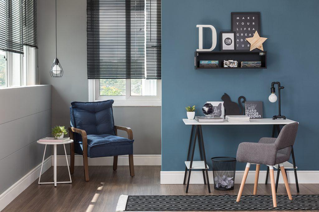 escritorio azul com escrivaninha branca