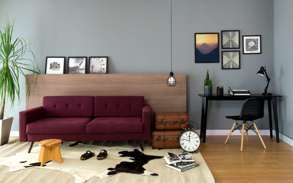 escrivaninha preta na decoração da sala de estar