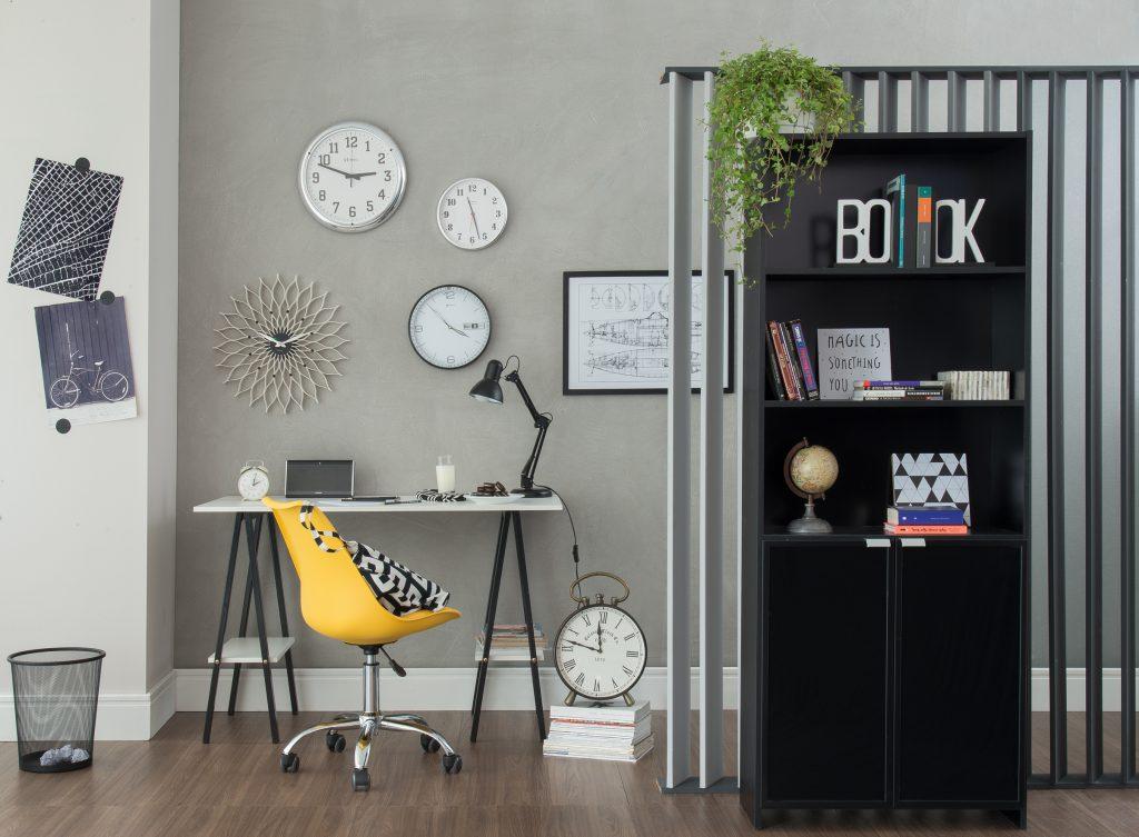 escritório cinza com escrivaninha branca