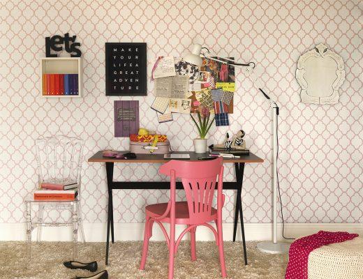 escrivaninha na decoração do escritório rosa