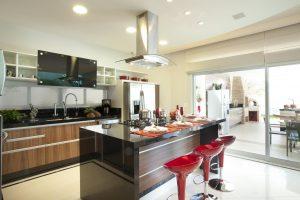 cozinha americana com ilha centralizada