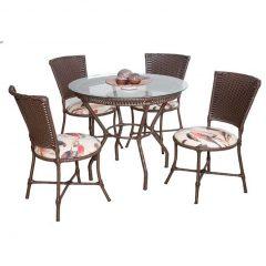decoração de área externa com mesa redonda