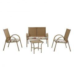 decoração de área externa com mesas e cadeiras