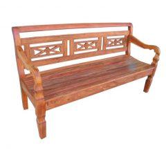 decoração de área externa com banco de madeira com enconsto