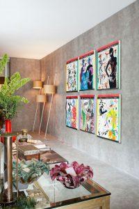 decoração pop art com quadros e pendentes na sala de jantar