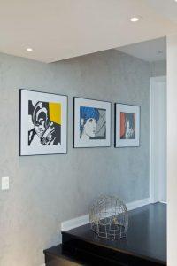 decoração pop art feita com quadros na sala
