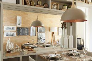 luminária rose gold na sala de jantar
